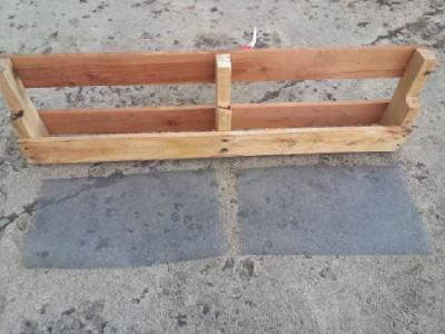 Construire 2 planteurs pour une clôture à l'aide d'une palette3