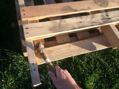 Construire 2 planteurs pour une clôture à l'aide d'une palette4