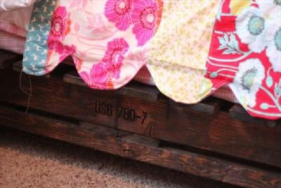 Construire un petit lit pour les enfants avec seulement deux palettes9