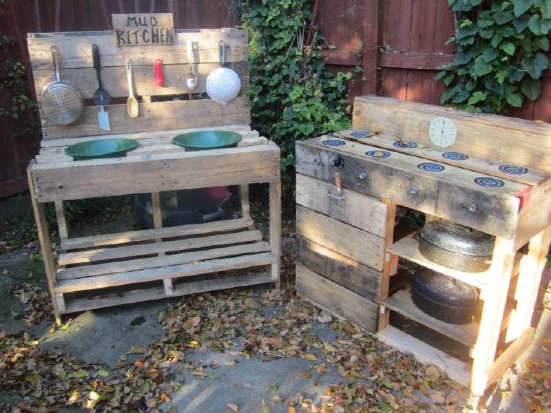 Instructions pour construire une cuisine de jeu avec - Construire des meubles avec des palettes ...