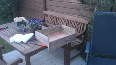 Instructions sur la façon de construire une table de chevet avec des palettes 14
