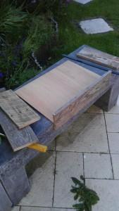 Instructions sur la façon de construire une table de chevet avec des palettes 16