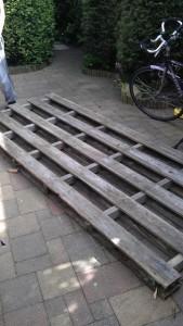 Instructions sur la façon de construire une table de chevet avec des palettes 2