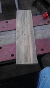 Instructions sur la façon de construire une table de chevet avec des palettes 9