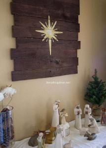 Instructions sur la façon de faire une murale en bois de Noël avec palettes7