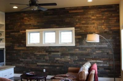 Instructions sur la façon de recouvrir le mur d'un salon à l'aide des palettes5