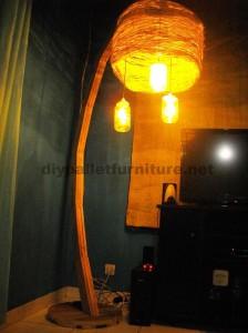 La structure de la lampe construit utilisant des planches de palettes2