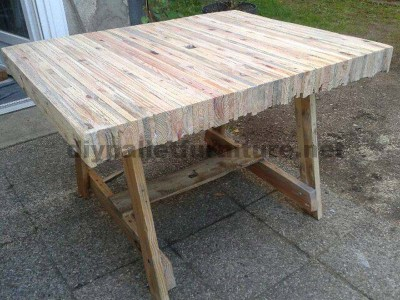Table construit collage palettes planches