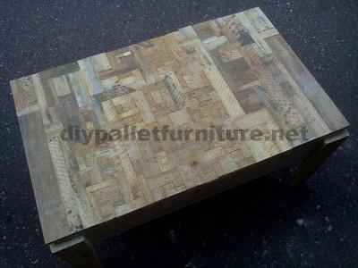 Table de salon fait avec de petits morceaux de bois1