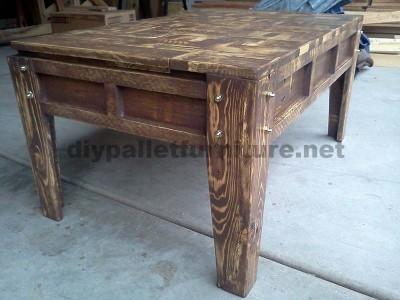Table de salon fait avec de petits morceaux de bois3
