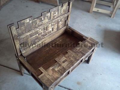 Table de salon fait avec de petits morceaux de bois4