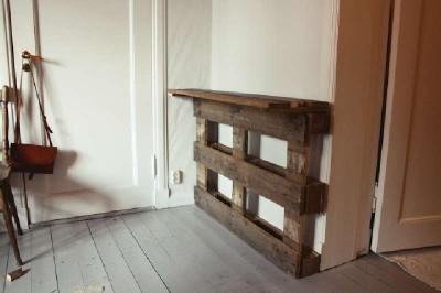 Un bureau vertical original construit avec 2 palettes4