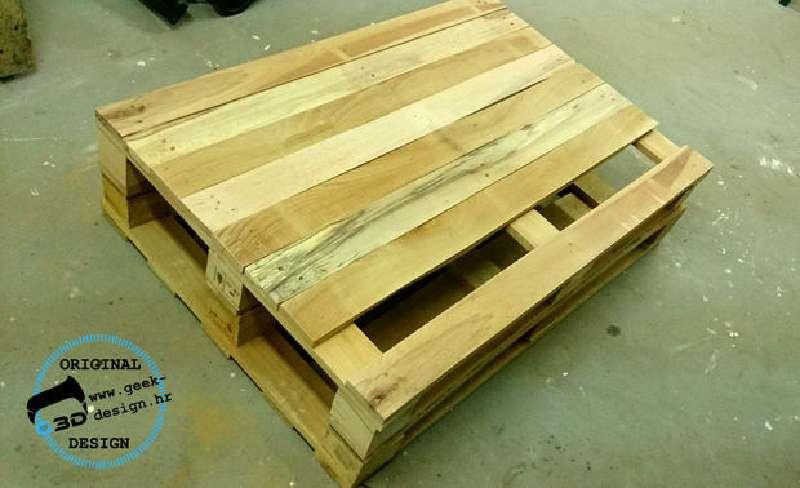 une palette table nes fait avec 2 palettesmeuble en palette meuble en palette. Black Bedroom Furniture Sets. Home Design Ideas