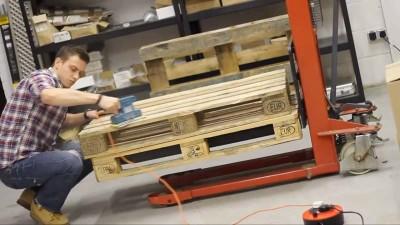 Vidéo des instructions sur la façon de faire une table avec deux palettes1