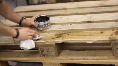 Vidéo des instructions sur la façon de faire une table avec deux palettes2