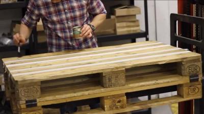 Vidéo des instructions sur la façon de faire une table avec deux palettes6