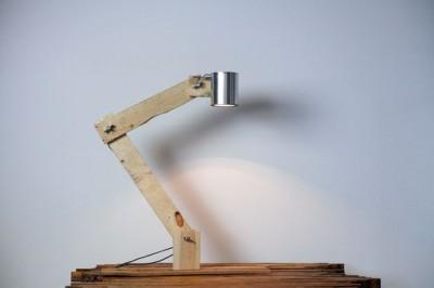 Comment construire une lampe flexo de bureau avec des objets recyclés 1