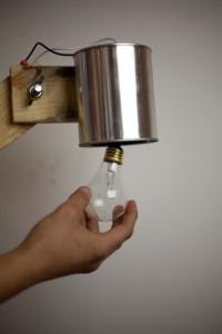 Comment construire une lampe flexo de bureau avec des objets recyclés 10