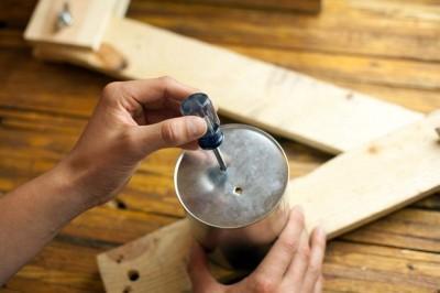 Comment construire une lampe flexo de bureau avec des objets recyclés 5