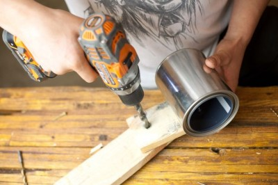 Comment construire une lampe flexo de bureau avec des objets recyclés 7