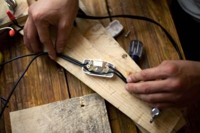 Comment construire une lampe flexo de bureau avec des objets recyclés 9