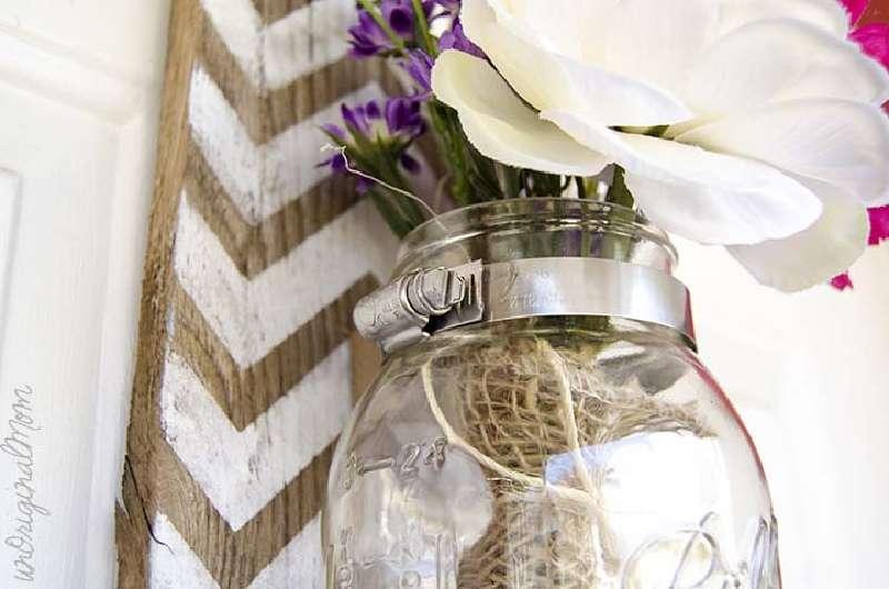 Construire un vase suspendu avec palettes pour votre porte - Construire un mur avec des palettes ...