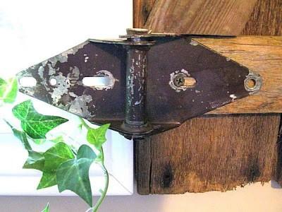 Construire une volet rustique pour votre toilette utilisant des planches de palettes 11