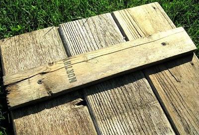 Construire une volet rustique pour votre toilette utilisant des planches de palettes 7