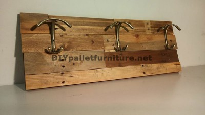 Différents modèles de patères construits avec des planches de palettes 3