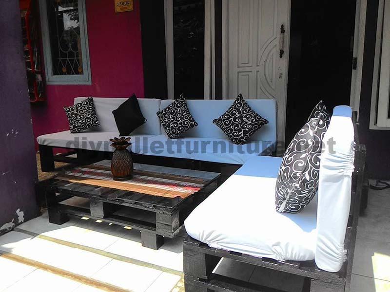 Lounge de palettes pour votre patio ou le jardinmeuble en for Meuble patio en palette