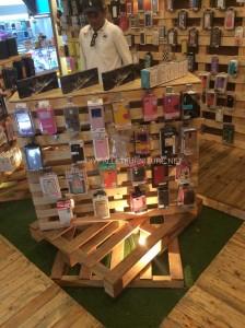 Magasin complètement meublé avec palettes en bois 4