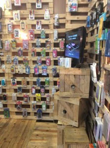 Magasin complètement meublé avec palettes en bois 5