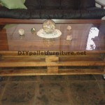 Table classique pour le salon avec deux palettes