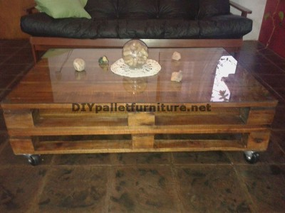 Table classique pour le salon avec deux palettes 1
