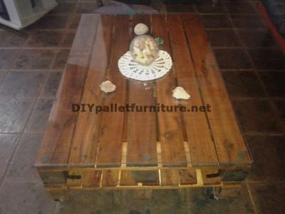 Table classique pour le salon avec deux palettes 2