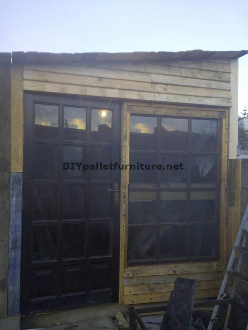 Construire une niche de palettes avec des boîtes de fruitsmeuble ...