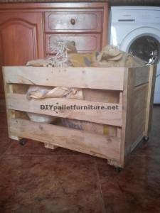 Atelier du menuisier et boîte construite avec des palettes 4