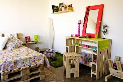 Chambre jeune entièrement meublée avec des palettes 1