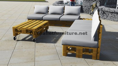 Conception de canapé d'angle avec table construit en utilisant les palettes 2