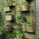 Jardin vertical construit en utilisant des planches de palettes