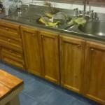 Meuble de cuisine rénovée avec des planches de palettes