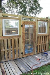 Projet de cabane de palettes Les portes et fenêtres