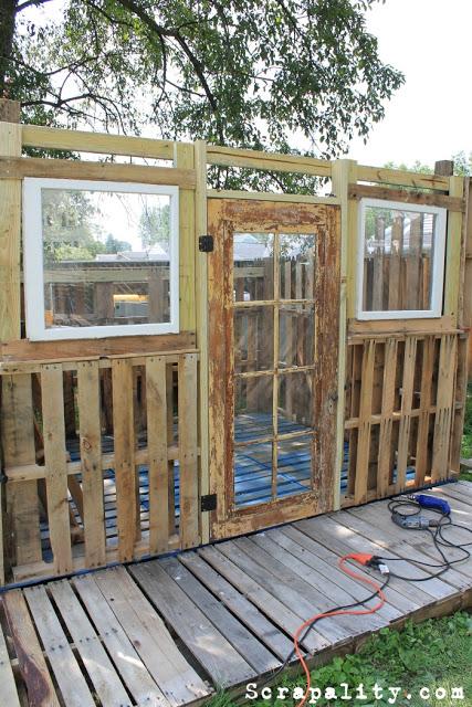 projet de cabane de palettes les portes et fen tresmeuble en palette meuble en palette. Black Bedroom Furniture Sets. Home Design Ideas