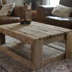 Table rustique faite avec palettes