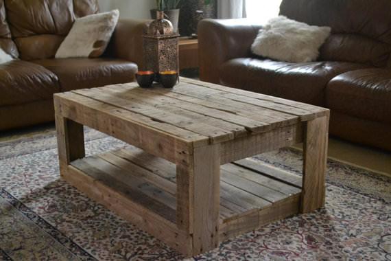 table rustique faite avec palettesmeuble en palette meuble en palette. Black Bedroom Furniture Sets. Home Design Ideas