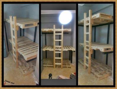 Triple lits superposés construit avec palettes 2