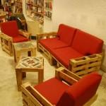 Ubik café, une librairie et un café meublé avec des objets recyclés