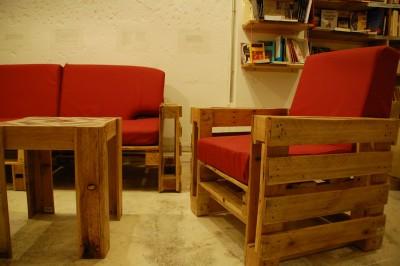 Ubik café, une librairie et un café meublé avec des objets recyclés 3