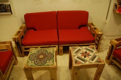 Ubik café, une librairie et un café meublé avec des objets recyclés 6
