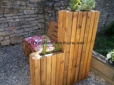 Banc jardiniére construit avec palettes 3